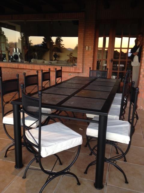 Comedor terraza fierro negro rusti home armonia en tu hogar for Muebles terraza fierro