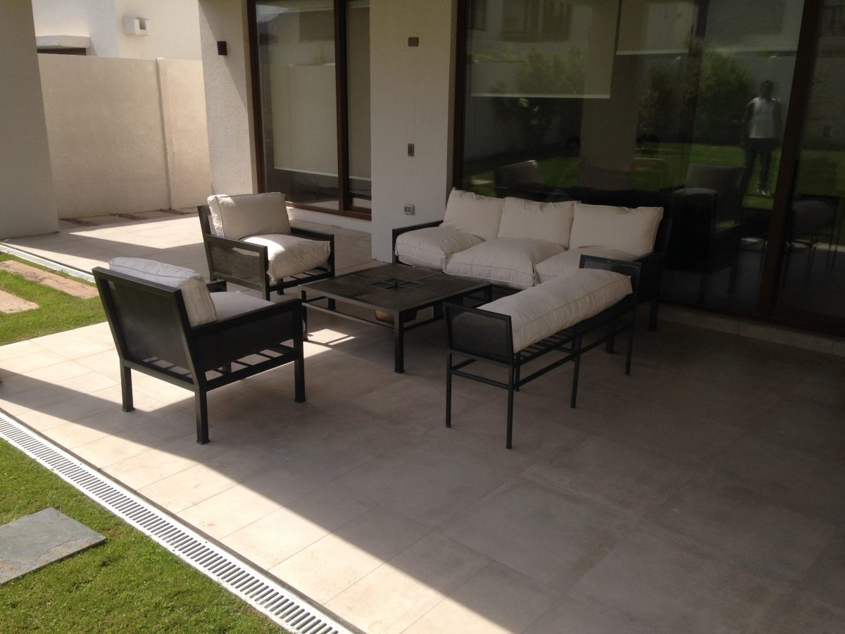 Living fierro modelo rancagua rusti home armonia en tu for Sofa terraza madera